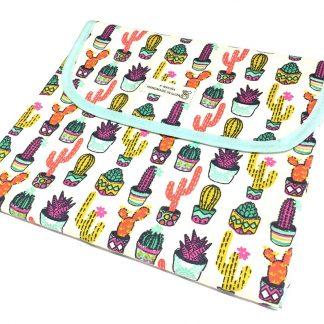cambiador portátil bebé estampado cactus de colores
