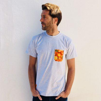 camiseta chico gris claro bolsillo naranjas