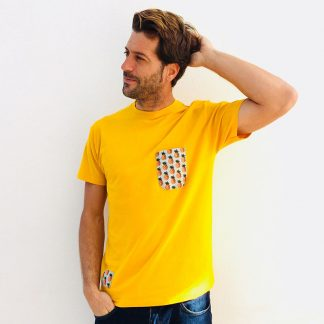 camiseta chico mostaza bolsillo piñas