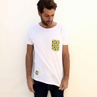 camiseta chico urban blanca bolsillo amarillo piñas
