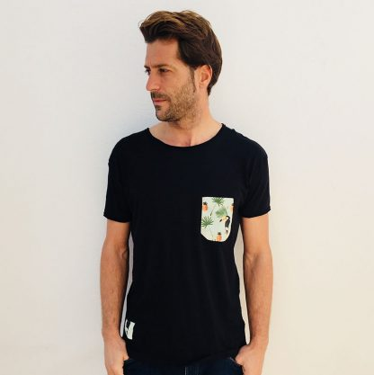 camiseta chico urban negra bolsillo tucanes y piñas