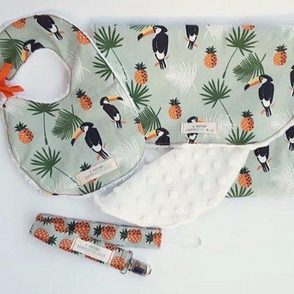 conjunto bebé piñas tucanes