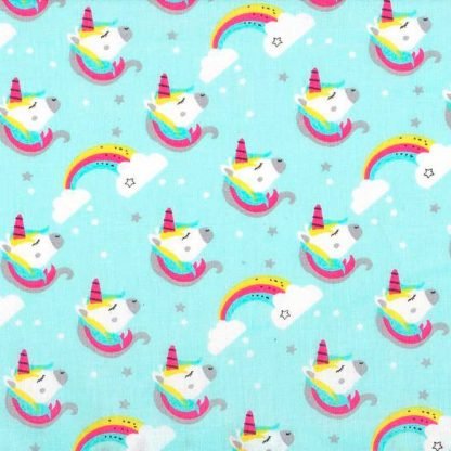 tela estampada de unicornios